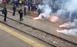 Ultrașii olteni s-au îmbrâncit cu jandarmii în Gara de Nord din București VIDEO
