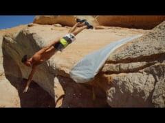 Uluitorul tobogan cu cadere libera de 15 metri, pe versantul unui defileu (Video)