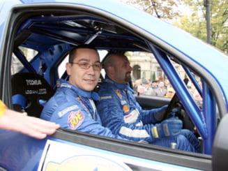 Umbrarescu a cadorisit cuplul Ponta-Keleti cu o masina de curse