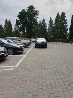 """Un """"taran"""" din Cluj si-a luat Rolls Royce si l-a parcat asa - FOTO"""