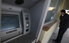 Un ATM din incinta Tribunalului Gorj a inceput sa elibereze bani din senin. Cine a luat banii