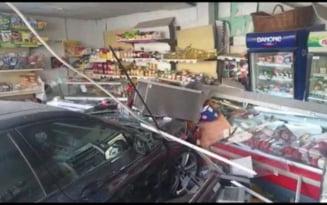 Un BMW a intrat intr-un magazin din Craiova. Un grup de copii tocmai plecase de acolo VIDEO