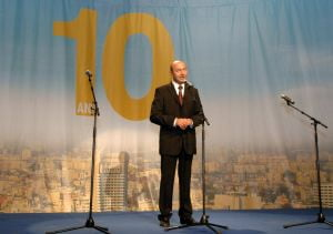 Un Basescu mic si haituit?