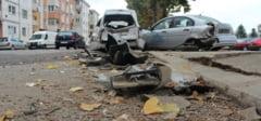 Un TIR a distrus 4 masini la Targu Secuiesc