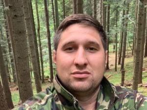 Un activist de mediu din Suceava, care a sesizat transporturi ilegale de lemne, amendat ca nu a respectat restrictiile de noapte