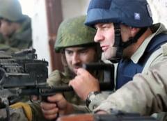 Un actor rus celebru trage cu mitraliera in ucraineni pe aeroportul din Donetk (Video)