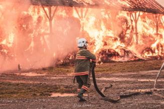 Un adolescent, aproape ars de viu intr-un incendiu la un centru de încărcare butelii. O altă persoană are arsuri grave