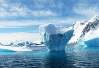 Un aisberg urias se apropia periculos de mult de insula South Georgia. S-a spart la 3 ani jumate dupa formare
