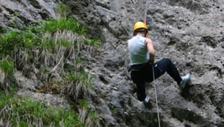 Un alpinist a murit in zona Cheile Rasnoavei