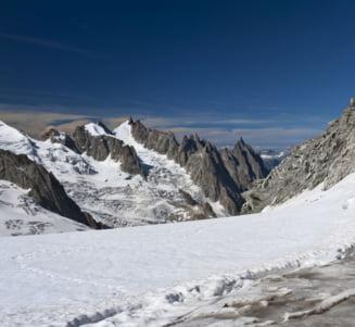 Un alpinist roman a murit in Mont Blanc