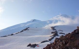 Un alpinist roman este dat disparut pe Muntele Elbrus