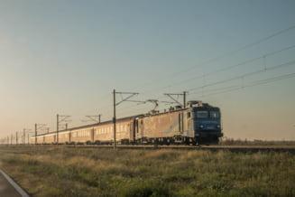 Un alt tren plecat din Mangalia a rămas blocat în câmp, noaptea trecută. Are peste 13 ore de întârziere