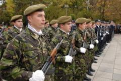 Un altfel de Zi a Recunostintei - Armata, la aniversare in pas de defilare
