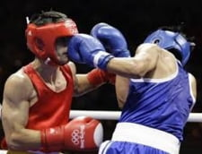 Un arbitru, batut crunt in ringul de box (Video)