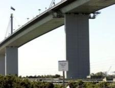 Un australian si-a aruncat de pe pod fetita, sub ochii celorlalti doi copii
