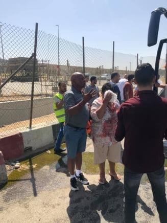 Un autocar care ducea turisti la piramidele din Egipt a fost atacat cu bomba