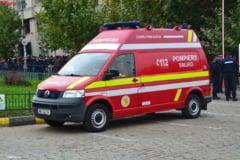 Un autoturism a intrat intr-un autobuz plin cu pasageri - 3 frati, la spital