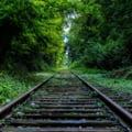 Un autoturism rămas suspendat pe şine a blocat traficul feroviar spre Brașov