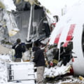 Un avion Boeing a fost avariat la aterizare, dupa ce vantul si-a schimbat brusc viteza si directia (Video)
