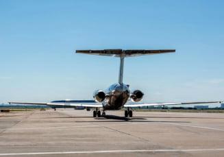 Un avion a aterizat de urgenta: La bord s-a lesinat din cauza unei scurgeri toxice