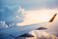 Un avion a aterizat de urgenta in Bulgaria din cauza unui pasager agresiv. A atacat un insotitor de bord