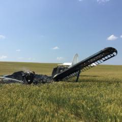 Un avion a aterizat fortat in Galati lovind remorca unui camion