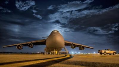 Un avion cu militari canadieni care se indrepta spre Letonia, intors din drum de teama unor infectii cu coronavirus