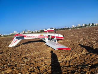Un avion de mici dimensiuni a aterizat forțat lângă Ploiești. Ce s-a întâmplat cu cele două persoane de la bord