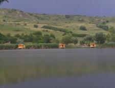 Un avion de mici dimensiuni s-a prabusit in lacul Brateni