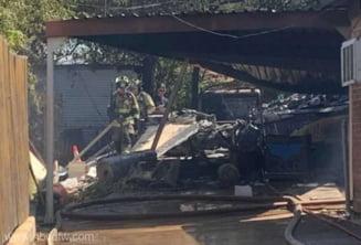 Un avion militar s-a prăbuşit într-o zonă rezidenţială din Texas. Piloţii efectuau un zbor de antrenament de rutină