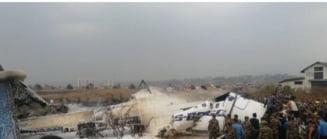 Un avion s-a prabusit in Kathmandu, Nepal: Cel putin 50 de oameni au murit (Video)