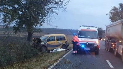 Un bărbat a murit după ciocnirea violentă a două autoturisme. Una dintre mașini era condusă de o tânără în vârstă de 26 de ani