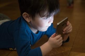 Un baietel a cheltuit peste 2.700 de euro intr-un joc pe telefonul mamei sale