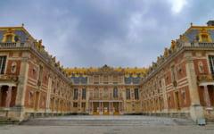 Un barbat a fost arestat dupa ce a patruns prin efractie in palatul Versailles. El purta un cearsaf si pretindea ca este rege