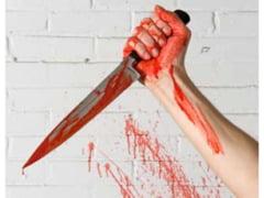Un barbat a injunghiat trei tineri pe o strada din judetul Botosani. Una dintre victime a murit