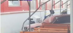 Un barbat a intrat cu masina intr-un grup de oameni aflati in curtea unei firme, in Arges: Un mort si cinci raniti