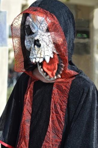Un barbat a reclamat Halloween-ul la ANPC: Produsele incita la crima si vrajitorie