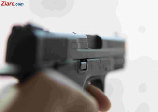 Un barbat cu un pistol in mana, vazut pe strazi in zona Tineretului, in Bucuresti