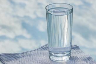 Un barbat din Harghita a reclamat la Protectia Consumatorului ca s-a imbatat cu apa plata