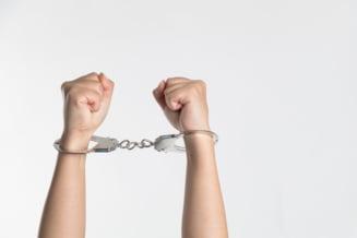 Un barbat in varsta de 54 de ani care si-a incendiat sotia dupa ce a stropit-o cu alcool a fost arestat preventiv
