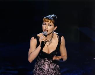 Un barbat si-a facut operatii estetice ca sa semene cu Madonna - A reusit? (Foto)