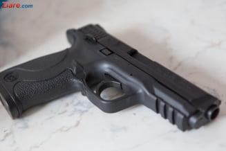 Un bolnav psihic a fost impuscat de politistii din Arges, dupa ce i-a amenintat