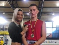 Un boxer ucrainean castiga medalii pentru Romania. Muza sexy care ii da indicatii din coltul ringului