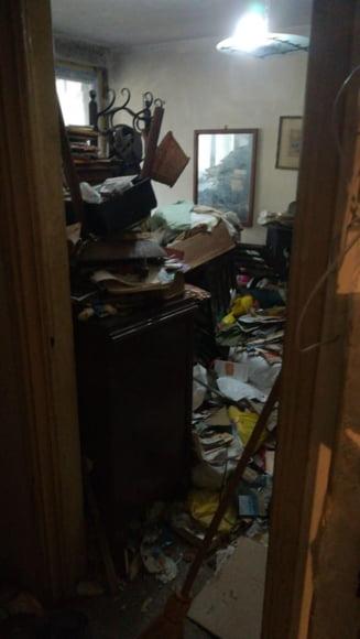 Un bucurestean a strans 5 tone de gunoi in apartamentul sau. Primaria a intervenit dupa sesizarile vecinilor