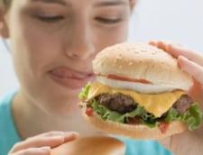 Un burger mancat vineri poate fi vinovat de senzatia de foame pana luni