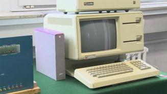 Un calculator original Apple, construit de Steve Jobs in garaj, a fost vandut