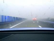 Un camion cu paie a luat foc pe Autostrada Bucuresti - Pitesti. Traficul este ingreunat