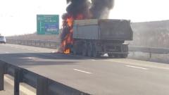 Un camion incarcat cu piatra a luat foc pe Autostrada Transilvania. Un incendiu violent a cuprins cabina autovehiculului