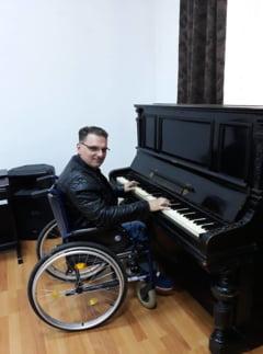 Un cantaret cu dizabilitati a renuntat la cariera pentru ca ANAF l-a pus sa aleaga intre pensie si veniturile din muzica