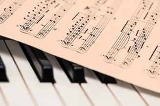 """Un celebru compozitor a murit la 86 de ani. A compus coloana sonora a filmului """"Love Story"""""""
